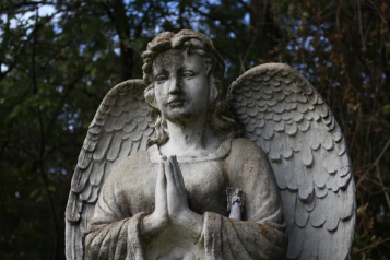 An angel grave stone